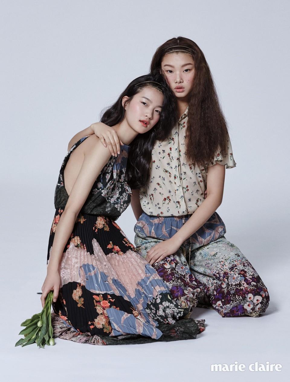 서유진이 입은 플라워 프린트 롱 드레스, 배윤영이 입은 잔 꽃무늬 블라우스와 플라워 패턴 실크 와이드 팬츠 모두 가격 미정 발렌티노(Valentino).