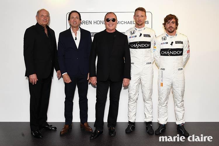 왼쪽부터 론 데니스, 존 아이돌, 마이클 코어스, 젠슨 버튼, 페르난도 알론소.
