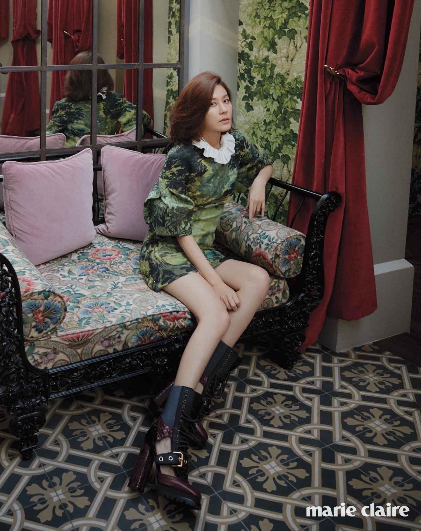집업 드레스 펜디(Fendi), 선글라스 펜디 바이 사필로(Fendi by Safilo).