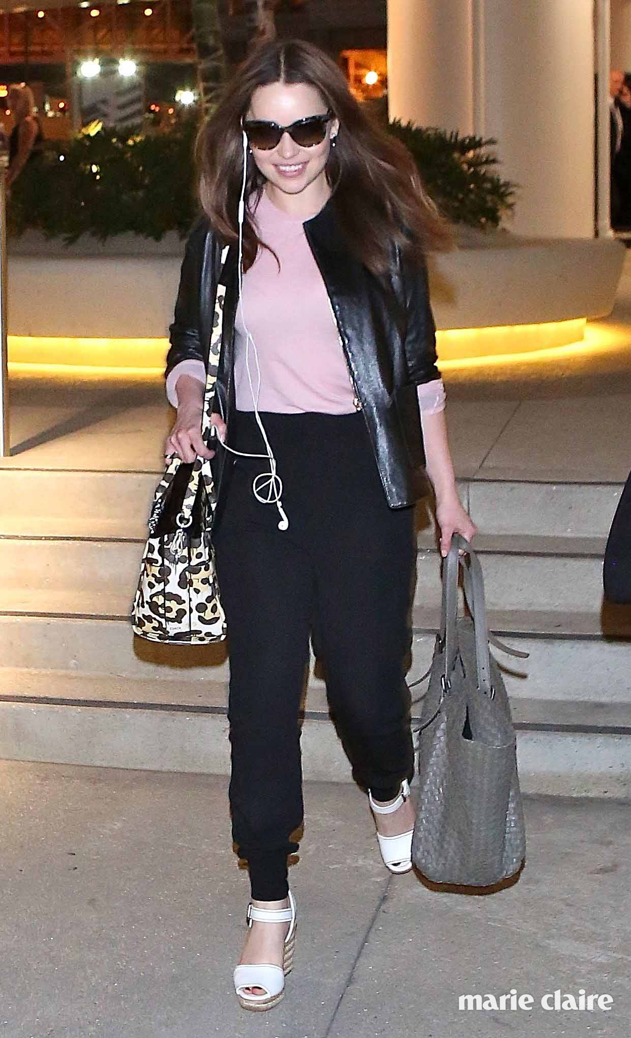 Emilia Clarke departs from Los Angeles International (LAX) airport Featuring: Emilia Clarke Where: Los Angeles, California, United States When: 26 Mar 2015 Credit: WENN.com