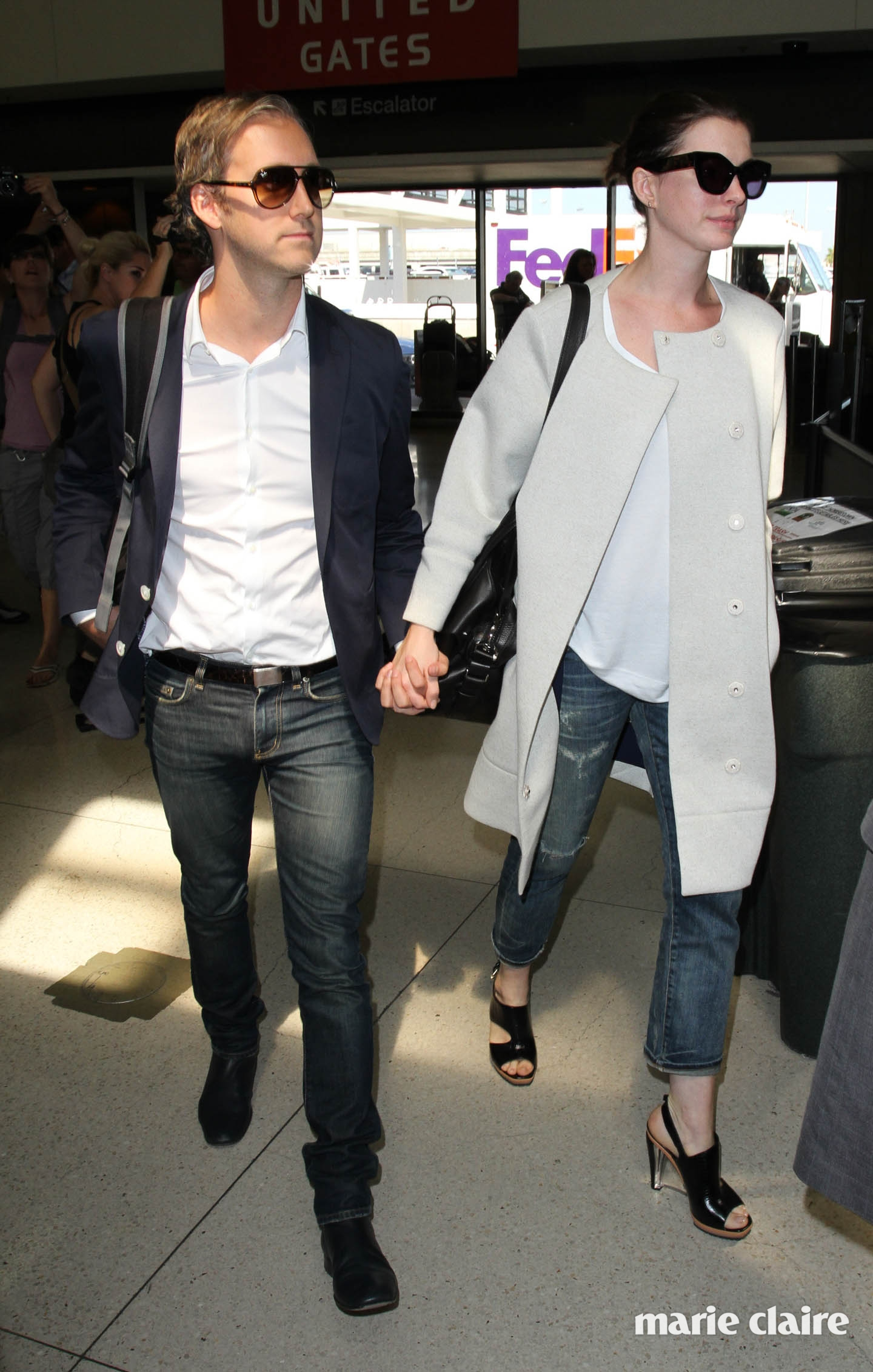 Anne Hathaway arrives at Los Angeles International Airport with her husband Adam Shulman to catch a flight Featuring: Anne Hathaway, Adam Shulman Where: Los Angeles, California, United States When: 17 Sep 2015 Credit: WENN.com