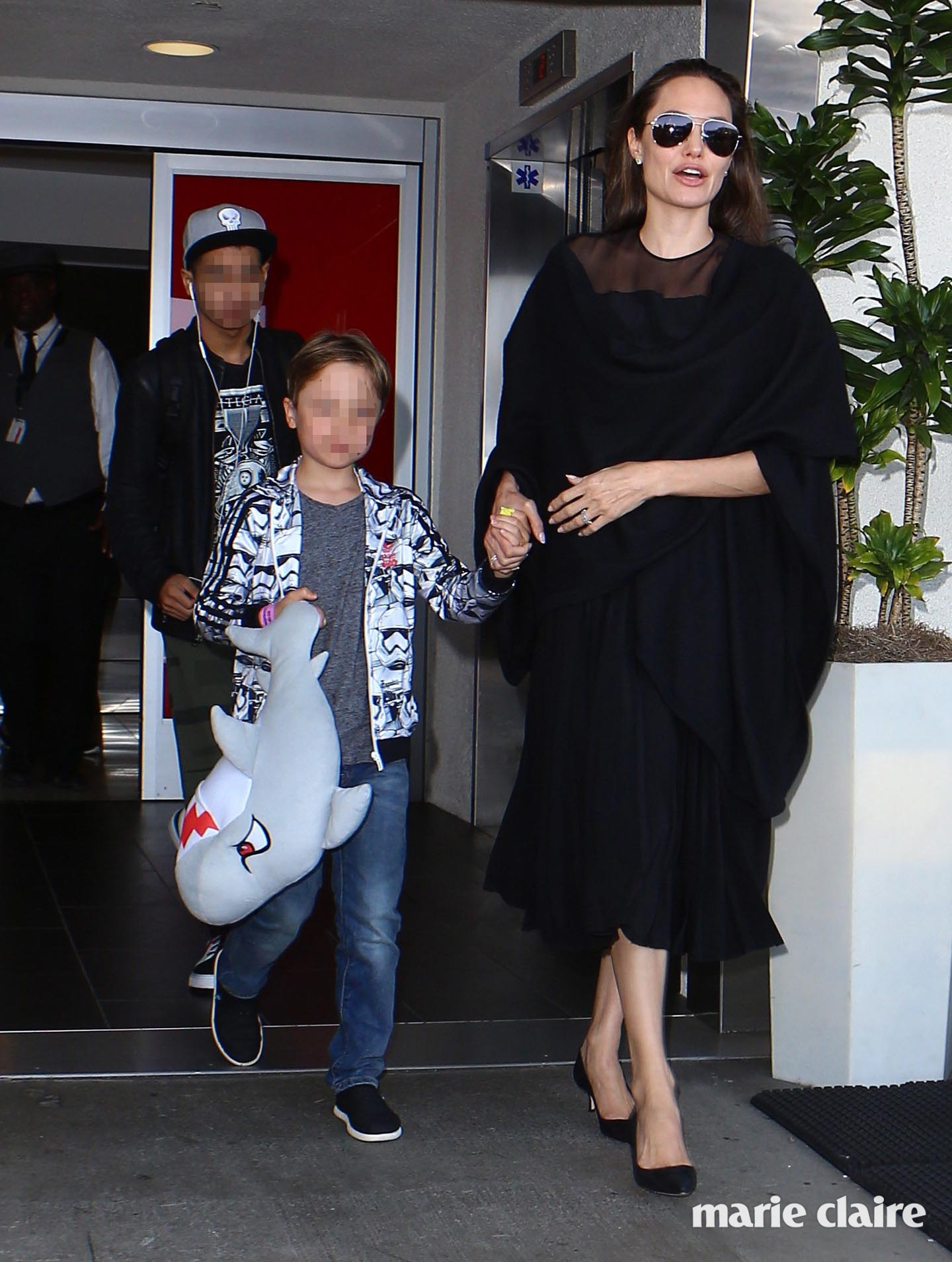 Angelina Jolie arrives at Los Angeles International Airport with kids Maddox and Knox. Featuring: Angelina Jolie, Maddox Chivan Jolie-Pitt, Knox Leon Jolie-Pitt Where: Los Angeles, California, United States When: 22 Jun 2016 Credit: WENN.com