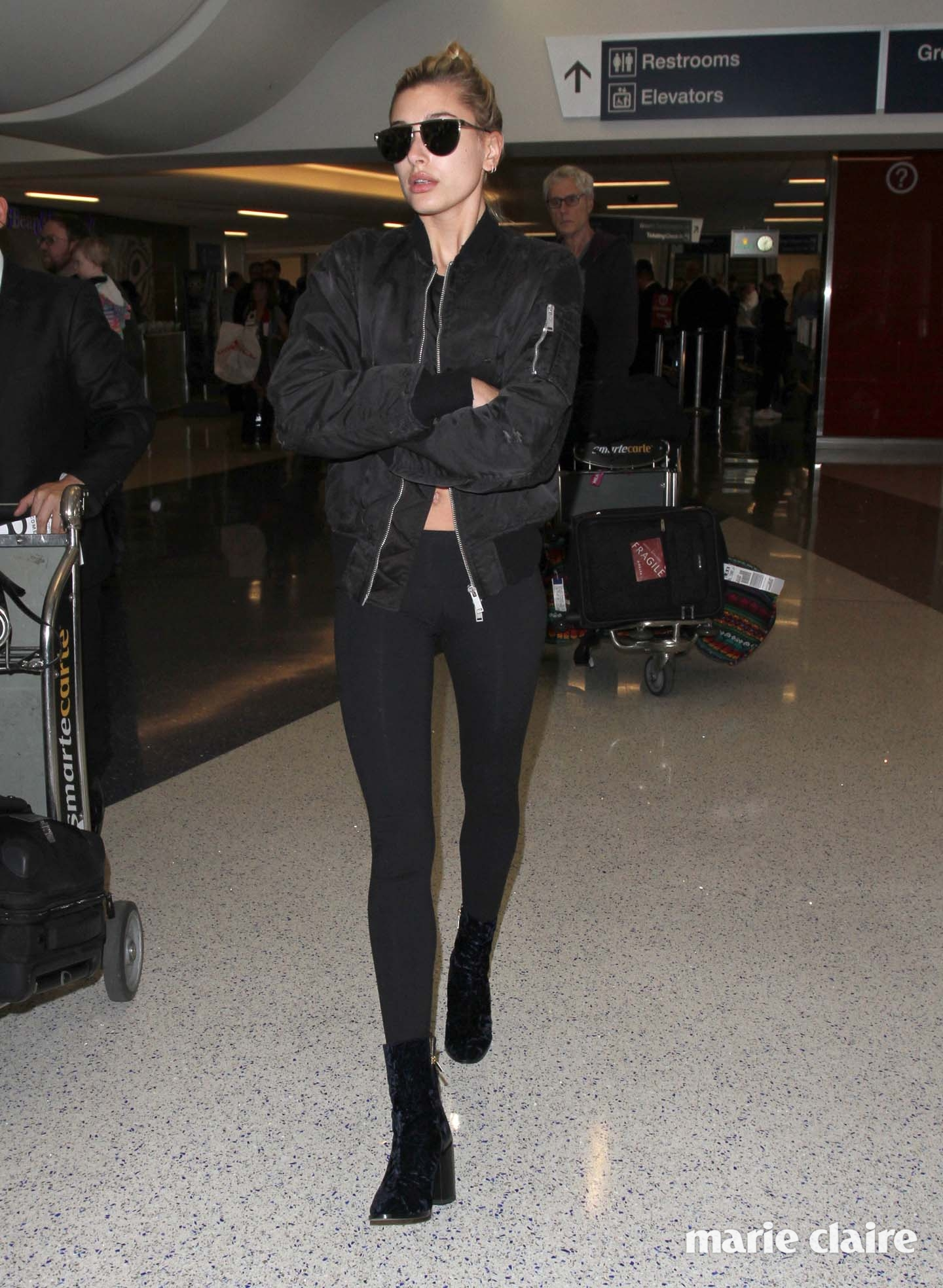 Hailey Baldwin arrives at Los Angeles International (LAX) Airport Featuring: Hailey Baldwin Where: Los Angeles, California, United States When: 29 Nov 2016 Credit: