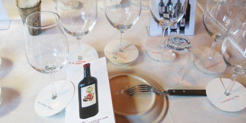 샤토 드 라 비에이으 샤펠의 와인을 소개하는 테이스팅 행사