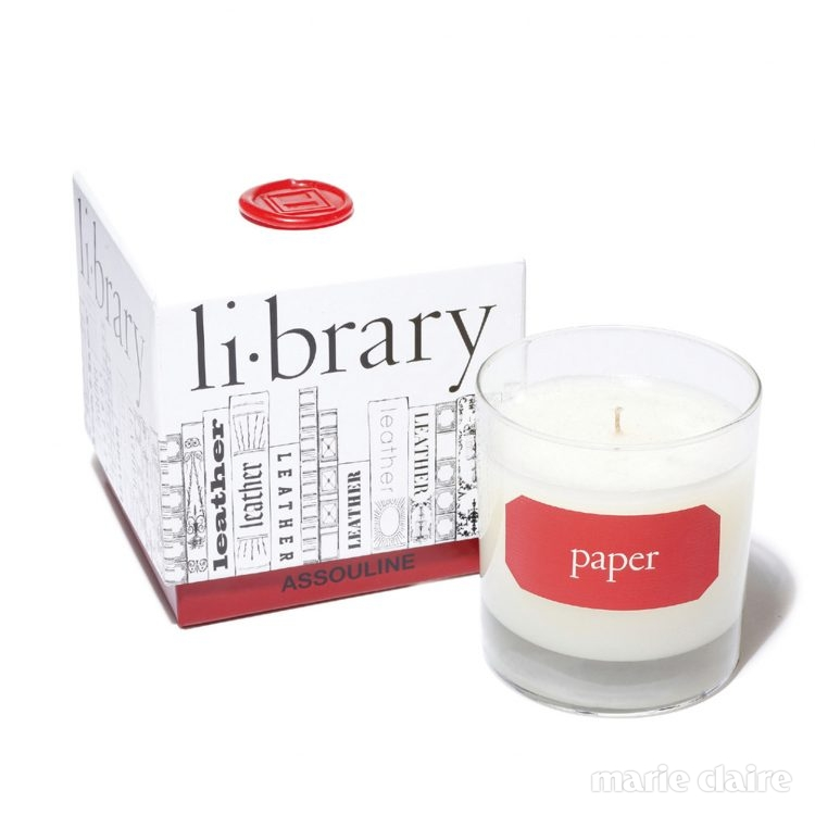 페이퍼 캔들 도서관에서 나는 책과 종이 냄새가 느껴지는 향초. 공간을 차분하고 편안하게 만들어준다. 200ml, 8만원대.