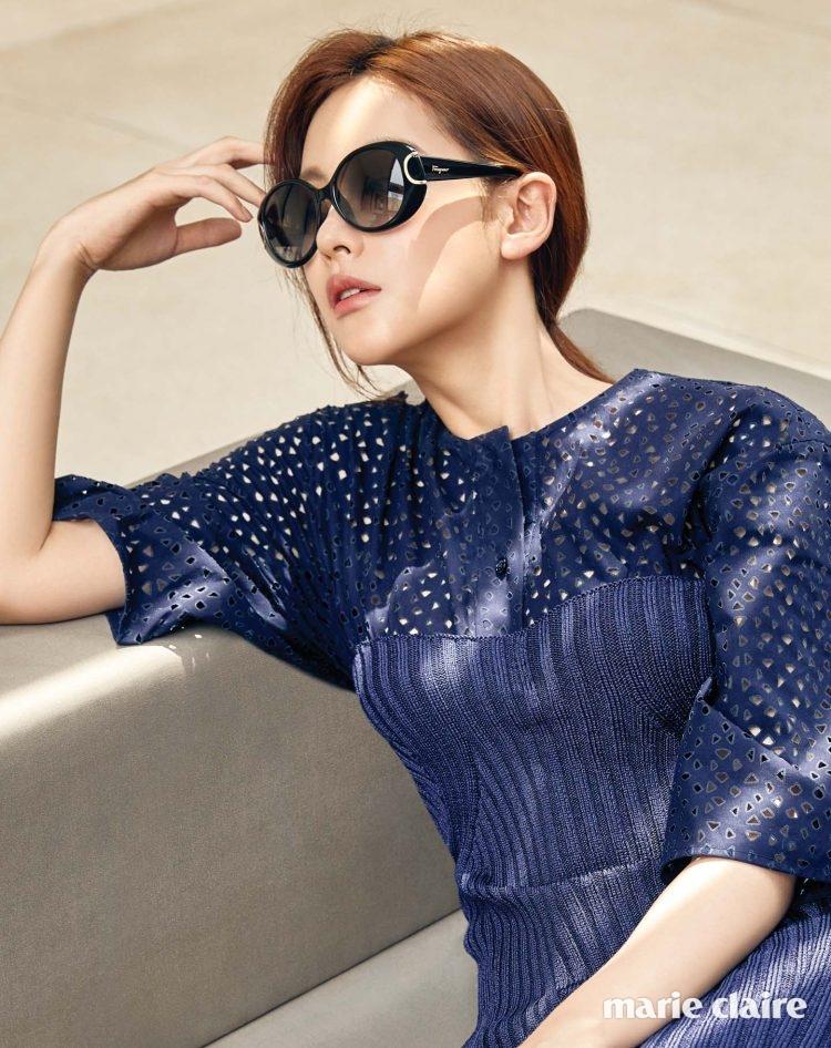 고급스러운 블랙 컬러와 볼륨감 있는 프레임이 돋보이는 스페셜 에디션 선글라스 59만원대, 펀칭 드레스와 레이어드한 뷔스티에 니트 드레스 모두 가격 미정 살바토레 페라가모(Salvatore Ferragamo).