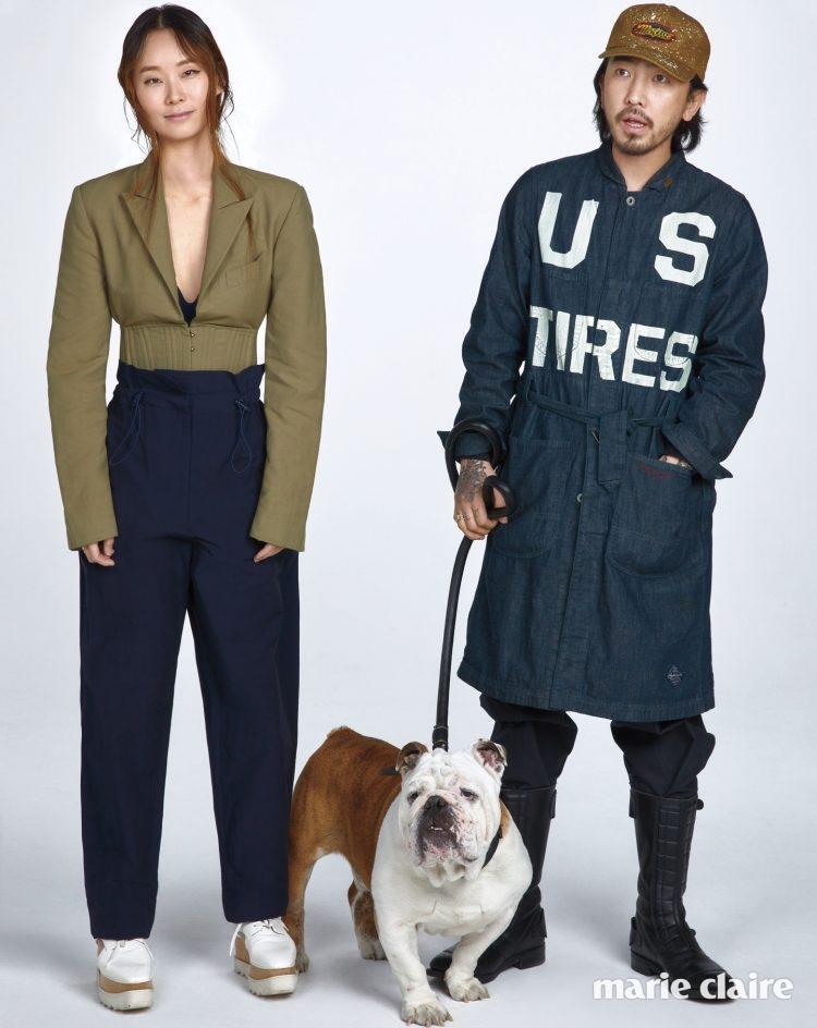 이혜미가 입은 코르셋 디테일 재킷, 네이비 팬츠, 화이트 플랫폼 슈즈 모두 가격 미정 스텔라 매카트니(Stella McCartney), 이용인이 입은 옷은 모두 본인 소장품.