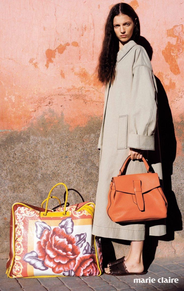 가죽 토트백 란셀(Lancel), 코트 보테가 베네타(Bottega Veneta), 플로럴 패턴 빅 백 발렌시아가(Balenciaga), 슬리퍼 미셸 비비앙(Michel Vivien).