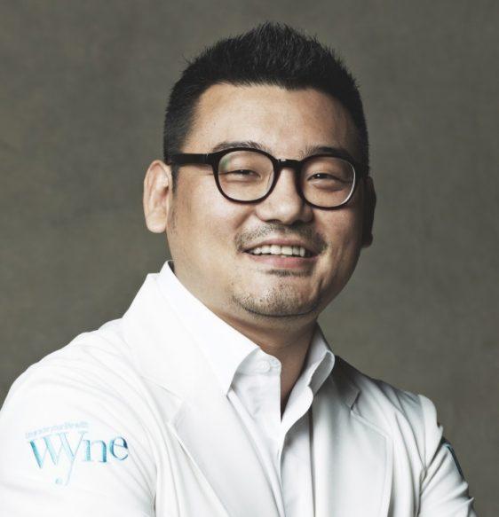와인 피부과 김홍석
