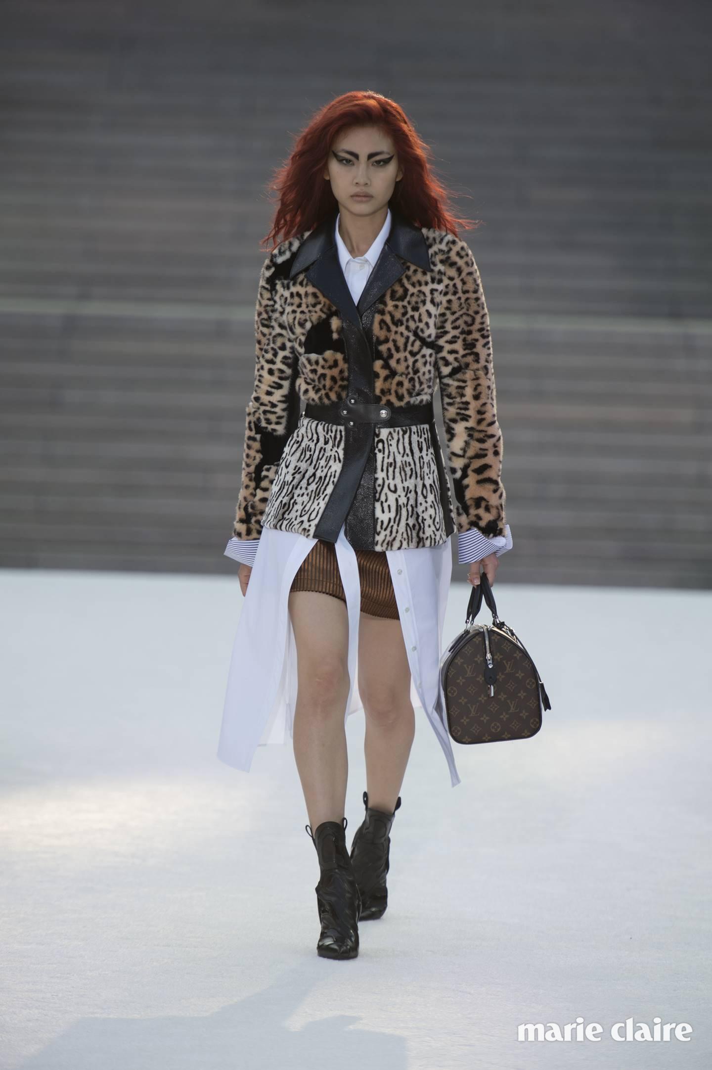 2018 루이 비통 크루즈 컬렉션 런웨이에 선 모델  정호연.