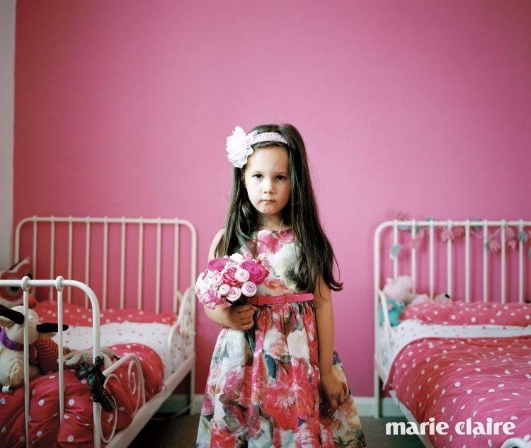 에블린(Evelyn)은 핑크색 꽃을 좋아한다.