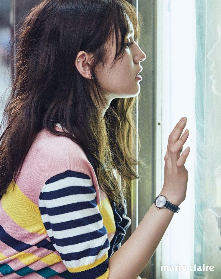 톱 타미 힐피거 컬렉션(Tommy Hilfiger Collection), 워치와 이어링 모두 캘빈 클라인 워치 앤 주얼리(Calvin Klein Watches + Jewelry).
