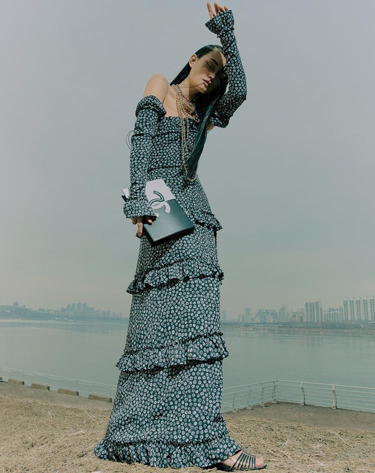 샤넬 Chanel 오프숄더 티어드 드레스 볼드 네크리스