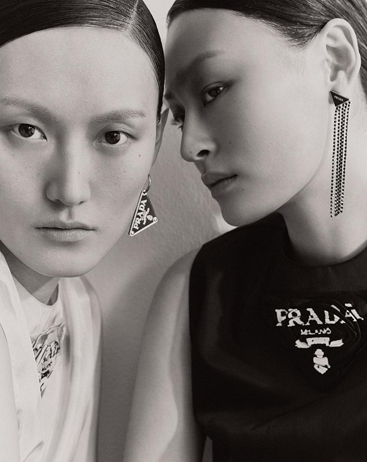 프라다 Prada 트라이앵글 로고 이어링 메탈 프린지 이어링